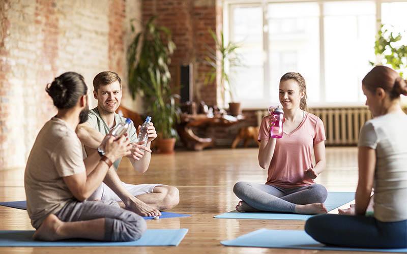 el yoga ayuda a recuperar la energía