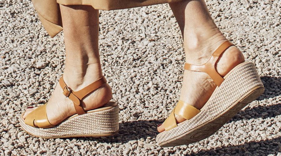 pies secos y agrietados
