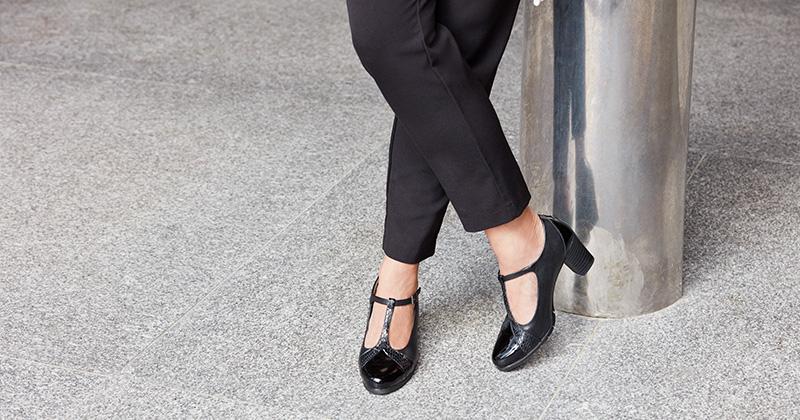 El zapato con tacon medio tendencia para el otoño-invierno